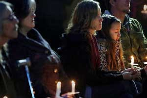 Candlelight vigil honors Santa Cruz police detectives